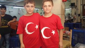 photo-5-brothers-with-turkish-flag-shirts_s%cc%a7enog%cc%86uz